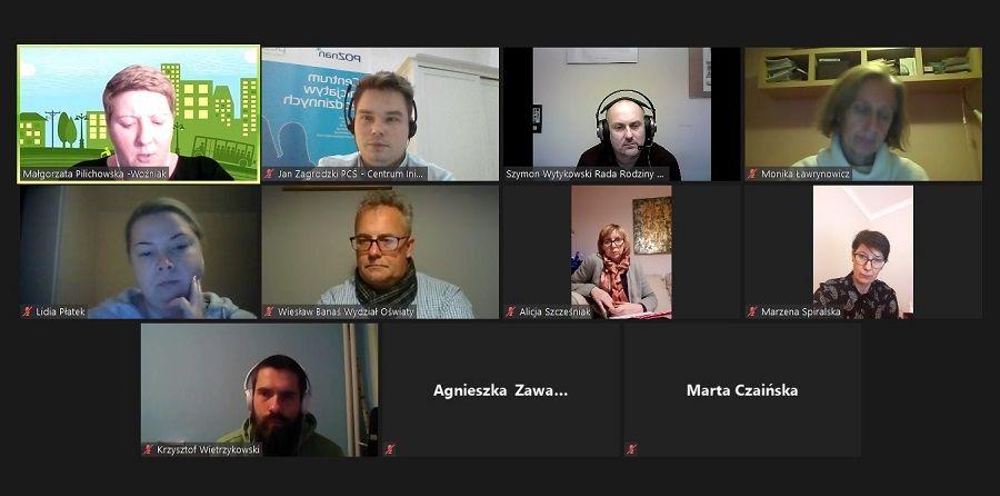 Zdjęcie pokazuje zrzut ekranu wykonany pod czas spotkania osób uczestniczących w spotkaniu online